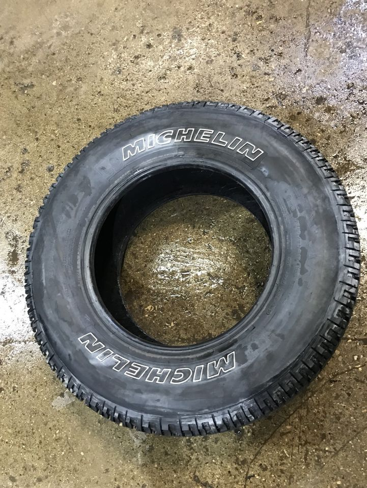 265/70/17 like new Michelin tire (1)